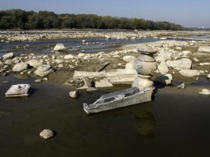 drought-reveals-artifacts-in-poland-river-wide_59588_600x450